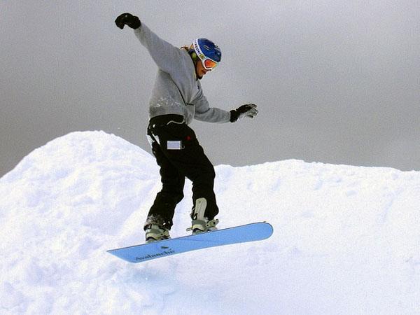 Outdoor-Aktivität: Snowboard