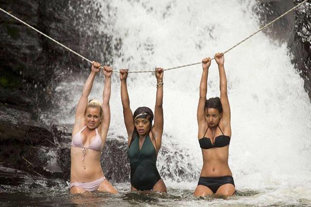 Gefährlich: Safari-Queen Rebecca Kratz im sexy L Space Bikini