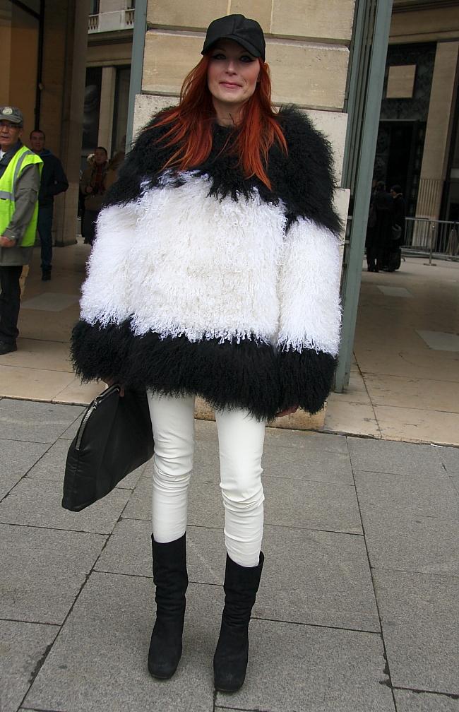 Modepilot-Schwarz-weiß-Streetstyle-Pelz-Slimjeans-Fashion-Blog