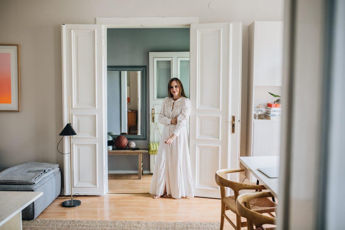 eine-wohnung-fur-alle-sinne:-zuhause-bei-journelles-managerin-charlotte-adam