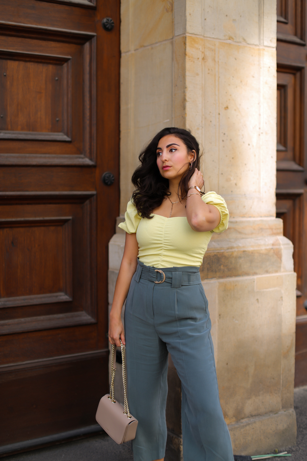 outfit-in-green-and-yellow